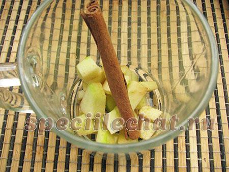 Яблоко, корица в чай