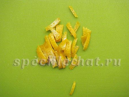 Измельчить цедру лимона